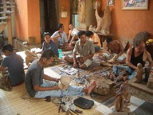 Резьба по дереву на Бали - одно из самых распространённых видов кустарного промысла