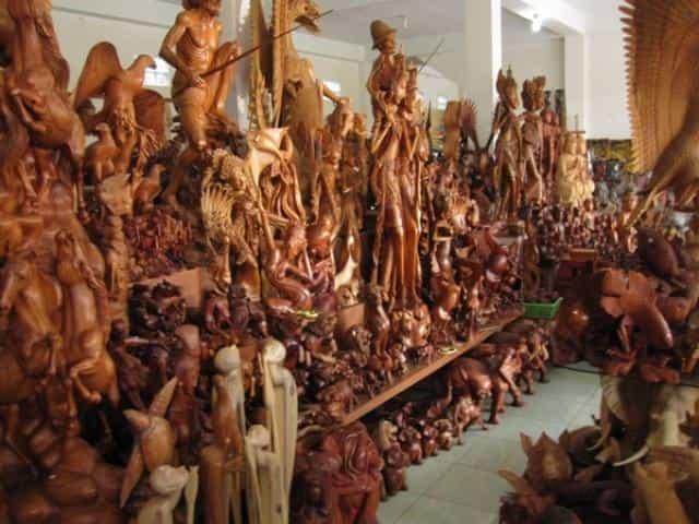 Картинки по запросу Сувениры – резьба по дереву. из бали